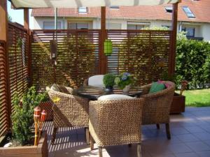 terrassen berdachung m glichkeiten vor und nachteile. Black Bedroom Furniture Sets. Home Design Ideas